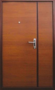 двустворчатая железная дверь в тамбур